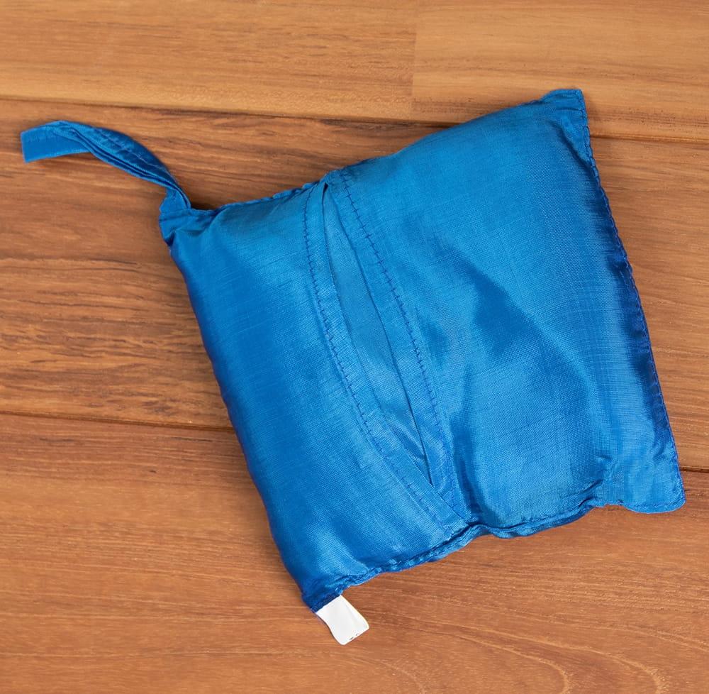 ベトナムのシルク寝袋[シングルサイズ] 8 - 収納時はコンパクト。15cm x 15cmです。