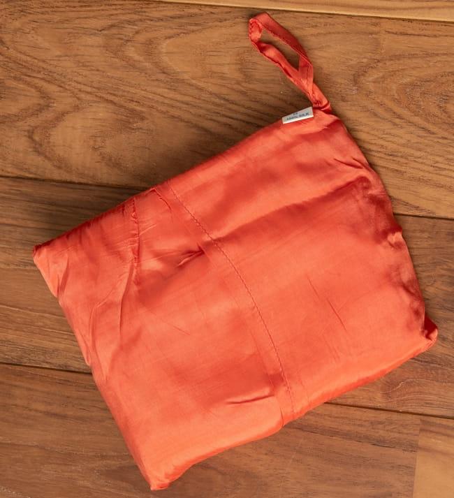 ベトナムのシルク寝袋[ダブルサイズ] 4 - 大きさは22cm x 15cmとコンパクトサイズ
