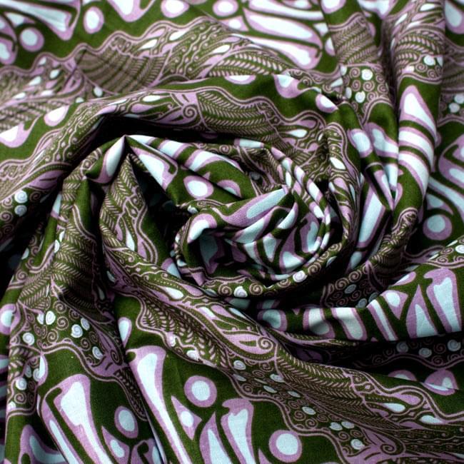 〔215cm*100cm〕インドネシア伝統!コットンバティック - 緑・王宮模様の写真4 - 布をクシュクシュっとしてみました