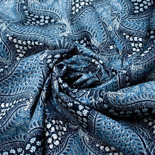 〔210cm*110cm〕インドネシア伝統!コットンバティック - 青・更紗の写真4 - 布をクシュクシュっとしてみました