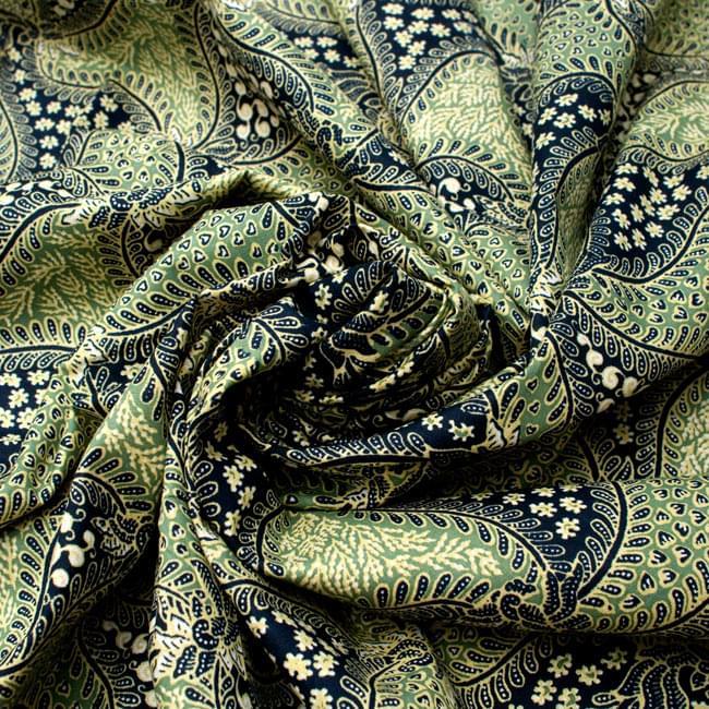 〔210cm*110cm〕インドネシア伝統!コットンバティック - 緑・更紗の写真4 - 布をクシュクシュっとしてみました