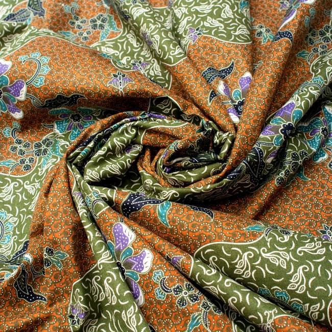 〔210cm*110cm〕インドネシア伝統!コットンバティック - 黄土×緑・更紗の写真4 - 布をクシュクシュっとしてみました