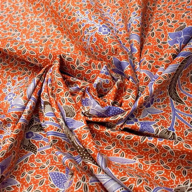 〔210cm*110cm〕インドネシア伝統!コットンバティック - 橙色・花更紗の写真4 - 布をクシュクシュっとしてみました