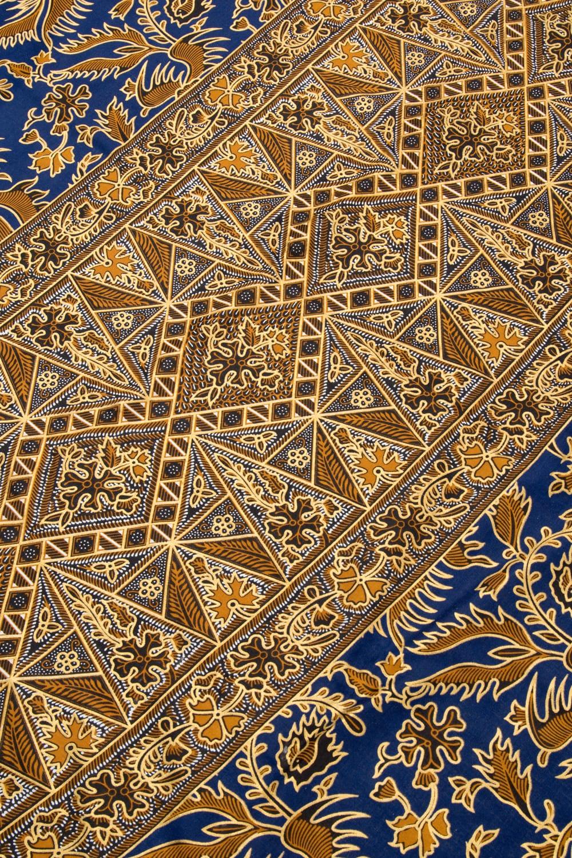 〔190cm*115cm〕インドネシア伝統のコットンバティック - 藍色・孔雀と幾何模様 3 - 拡大写真です