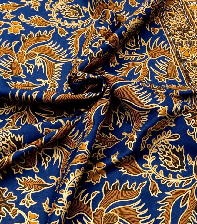 〔190cm*115cm〕インドネシア伝統のコットンバティック - 藍色・孔雀と幾何模様 4 - 布をクシュクシュっとしてみました