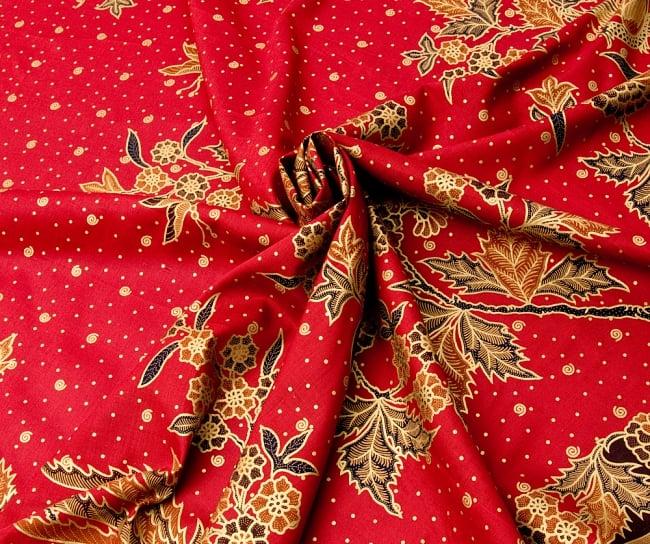〔185cm*110cm〕インドネシア伝統のコットンバティック - 赤・孔雀と牡丹 4 - 布をクシュクシュっとしてみました
