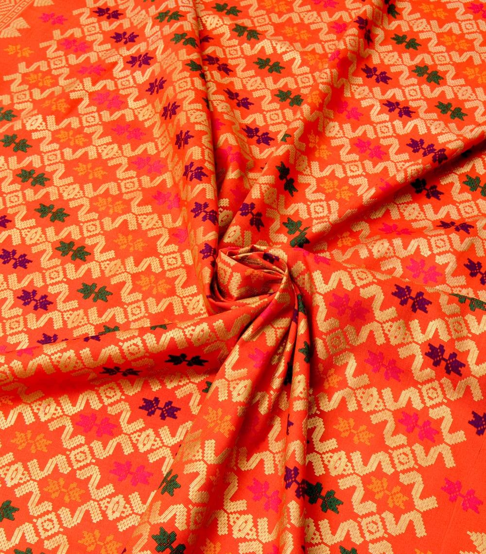 〔185cm*110cm〕インドネシア伝統のコットンバティック - 橙色・伝統模様 4 - 布をクシュクシュっとしてみました