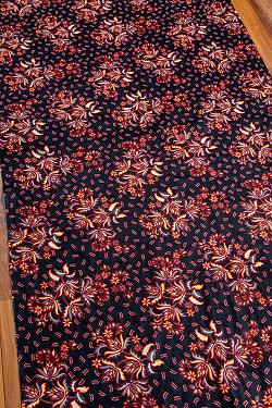 インドネシア伝統模様 ろうけつ染めデザインのコットンバティック〔200cm*106cm〕