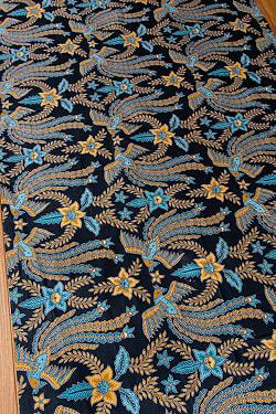 インドネシア伝統模様 ろうけつ染めデザインのコットンバティック〔204cm*107.5cm〕