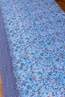 インドネシア伝統模様 ろうけつ染めデザインのコットンバティック〔200cm*106.5cm〕