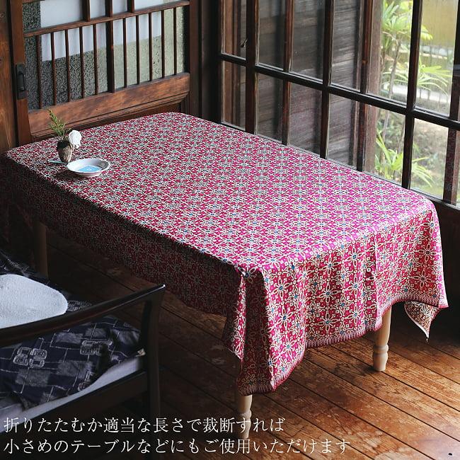 インドネシア伝統模様 ろうけつ染めデザインのコットンバティック〔203cm*107cm〕 13 - 折りたたんだり裁断すれば、より小さい場所や四角いテーブルなどにもオススメです。