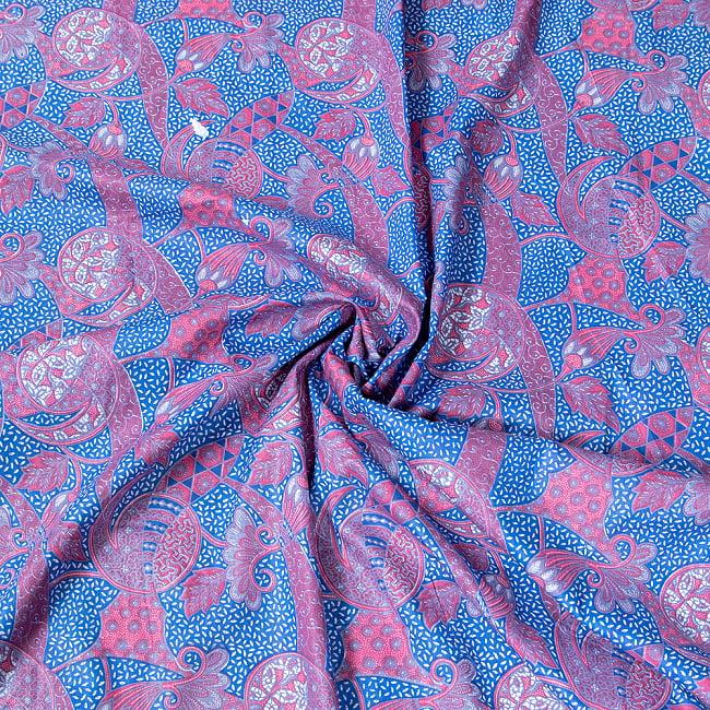 インドネシア伝統模様 ろうけつ染めデザインのコットンバティック〔203cm*107cm〕 3 - 布をクシュクシュっとしてみました