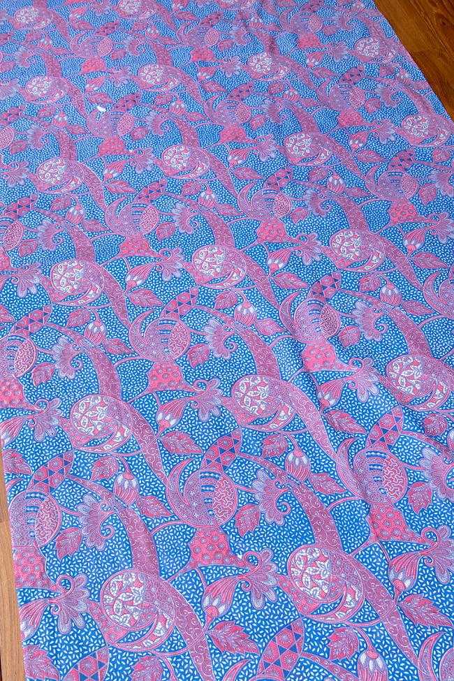 インドネシア伝統模様 ろうけつ染めデザインのコットンバティック〔203cm*107cm〕の写真