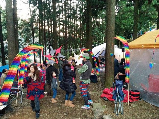 [パープル]カラフルプリント - ウンブル・ウンブル(バリのぼり旗)【約220cm】 10 - カラフルのものを実際にイベントで使用したところです