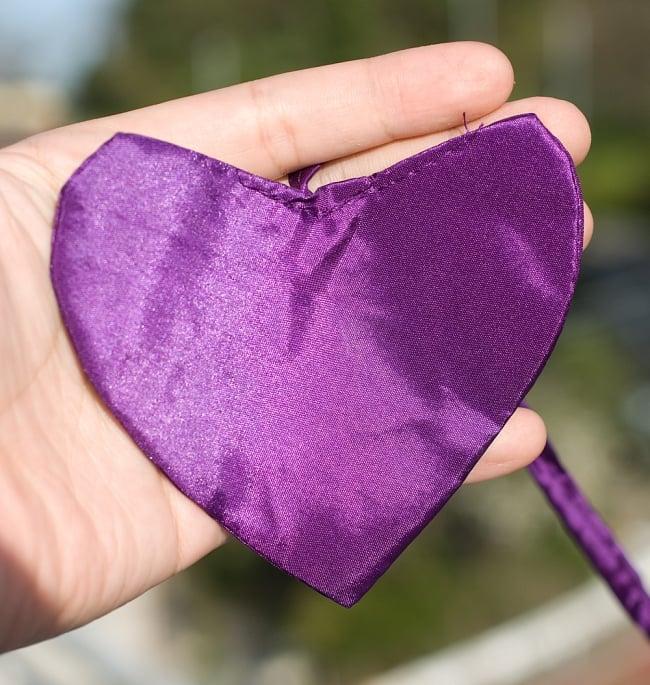 [パープル]カラフルプリント - ウンブル・ウンブル(バリのぼり旗)【約220cm】 3 - 先端にはハートの飾りがついています