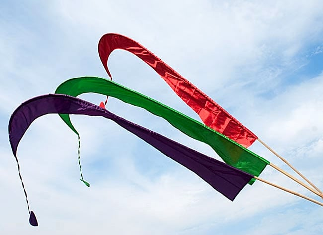 [パープル]カラフルプリント - ウンブル・ウンブル(バリのぼり旗)【約220cm】 5 - 3枚並べて撮影しました