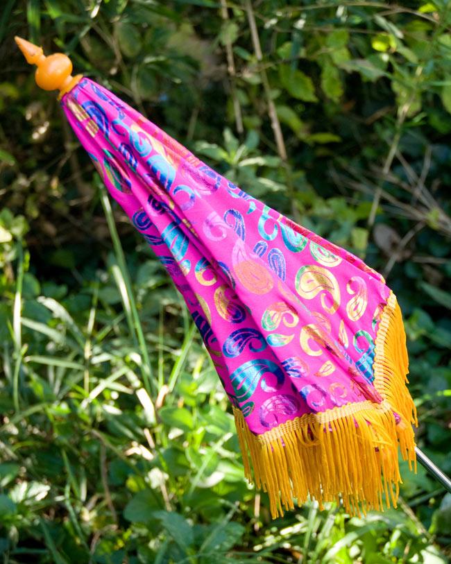 デコレーション用傘 - マルチカラー・紫の写真4 - 傘は折りたたんでお送りします