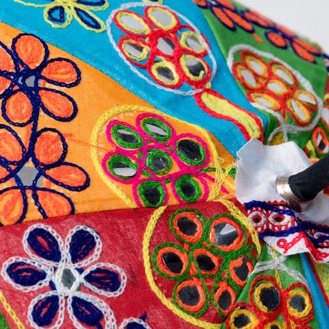 インド・ラジャスタンの刺繍傘- 直径65cm程度 花と波模様の写真11 - カラフルでキュートな傘です!