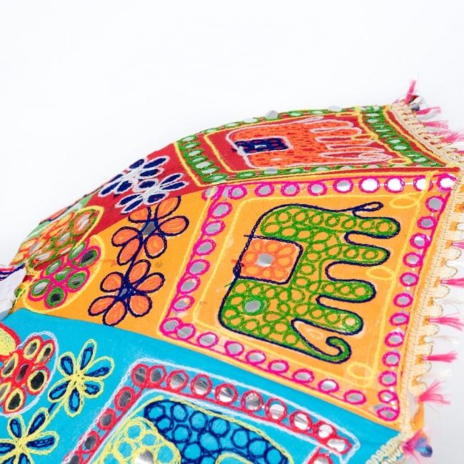 インド・ラジャスタンの刺繍傘- 直径65cm程度 花と波模様の写真5 - 別の箇所を見てみました。