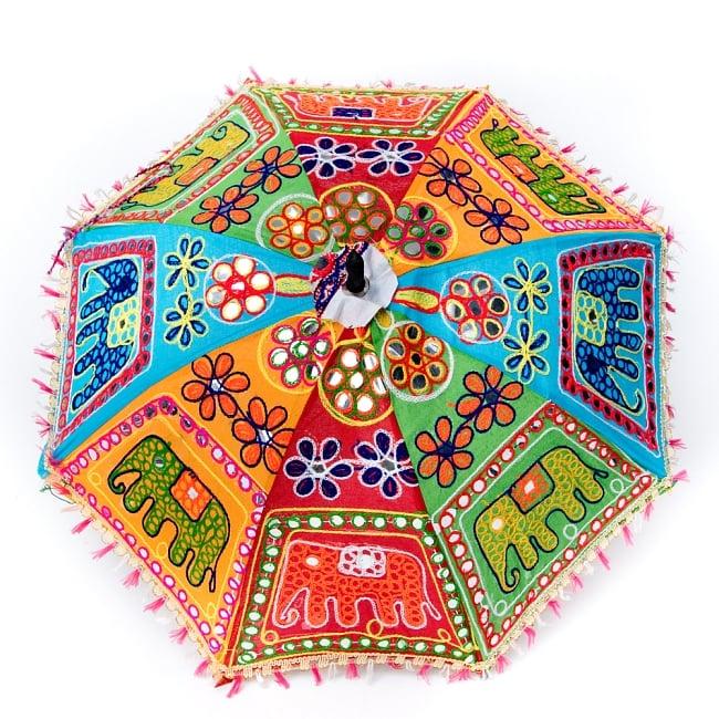 インド・ラジャスタンの刺繍傘- 直径65cm程度 花と波模様の写真6 - 縁の部分の様子です。