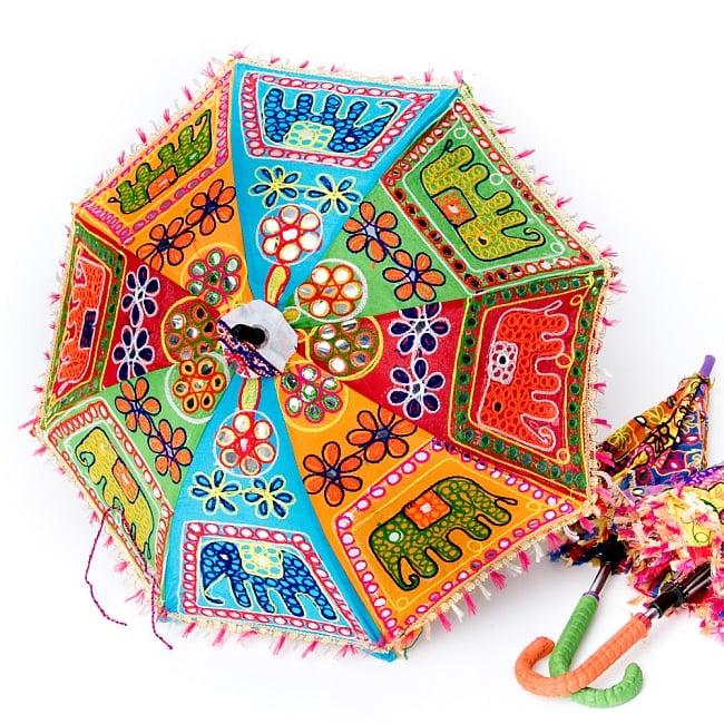 インド・ラジャスタンの刺繍傘- 直径65cm程度 花と波模様の写真