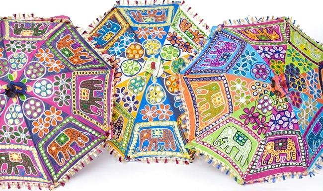 インド・ラジャスタンの刺繍傘- 直径70cm程度 象と花模様の写真10 - ハンドメイドのためカラーリングなどは1点ずつ異なります。
