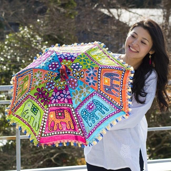 インド・ラジャスタンの刺繍傘- 直径70cm程度 象と花模様の写真11 - カラフルでキュートな傘です!