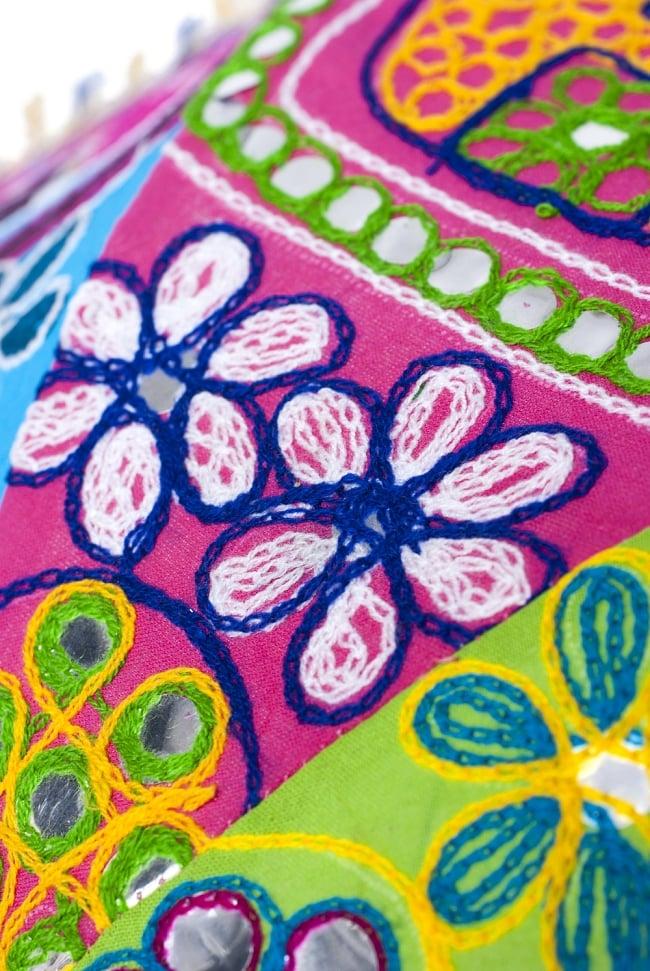 インド・ラジャスタンの刺繍傘- 直径70cm程度 象と花模様の写真5 - 別の箇所を見てみました。