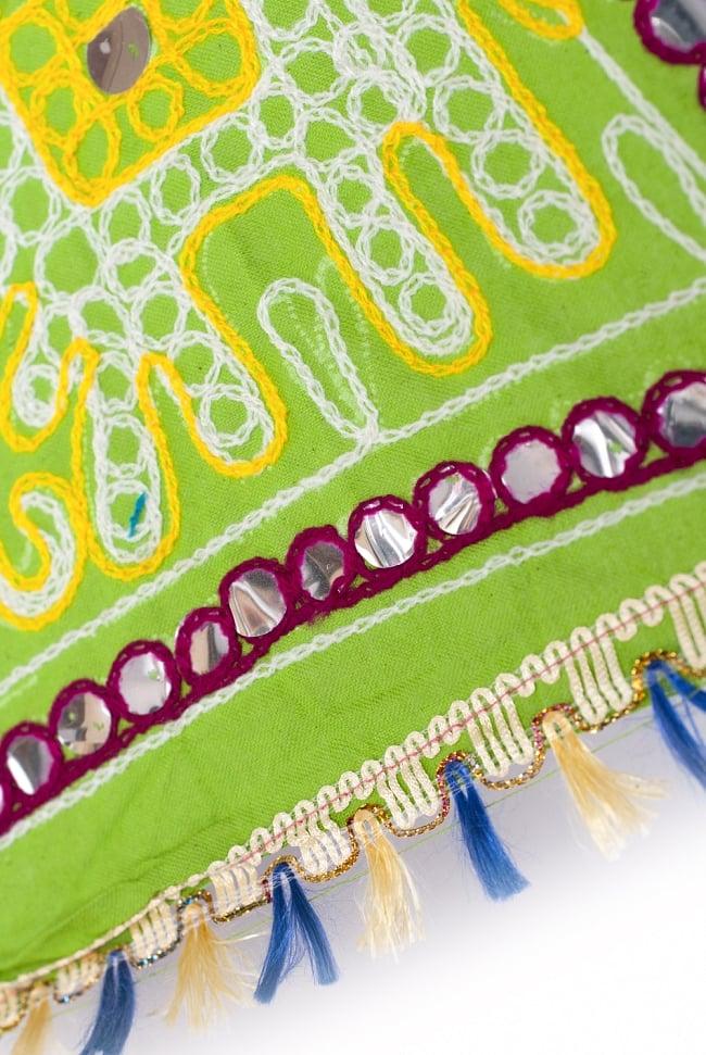 インド・ラジャスタンの刺繍傘- 直径70cm程度 象と花模様の写真6 - 縁の部分の様子です。