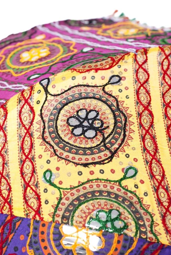 インド・ラジャスタンの刺繍傘- 直径80cm程度 花と波模様の写真5 - 別の箇所を見てみました。