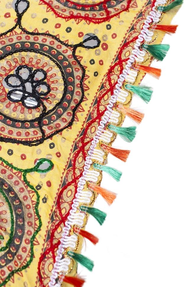 インド・ラジャスタンの刺繍傘- 直径80cm程度 花と波模様の写真6 - 縁の部分の様子です。