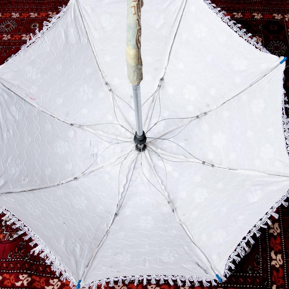 〔アソート〕インド・ラジャスタンのホワイト刺繍傘・日傘 - 直径65cm程度 5 - 裏面の写真です