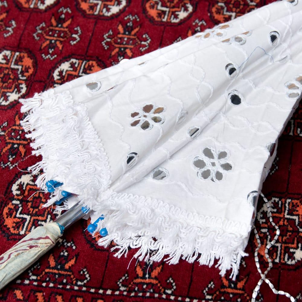 〔アソート〕インド・ラジャスタンのホワイト刺繍傘・日傘 - 直径65cm程度 7 - 良い雰囲気です