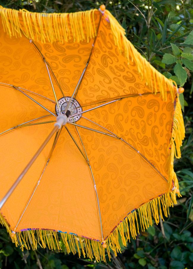 デコレーション用傘 - マルチカラー・黄色の写真3 - 傘の裏面はこんな感じです