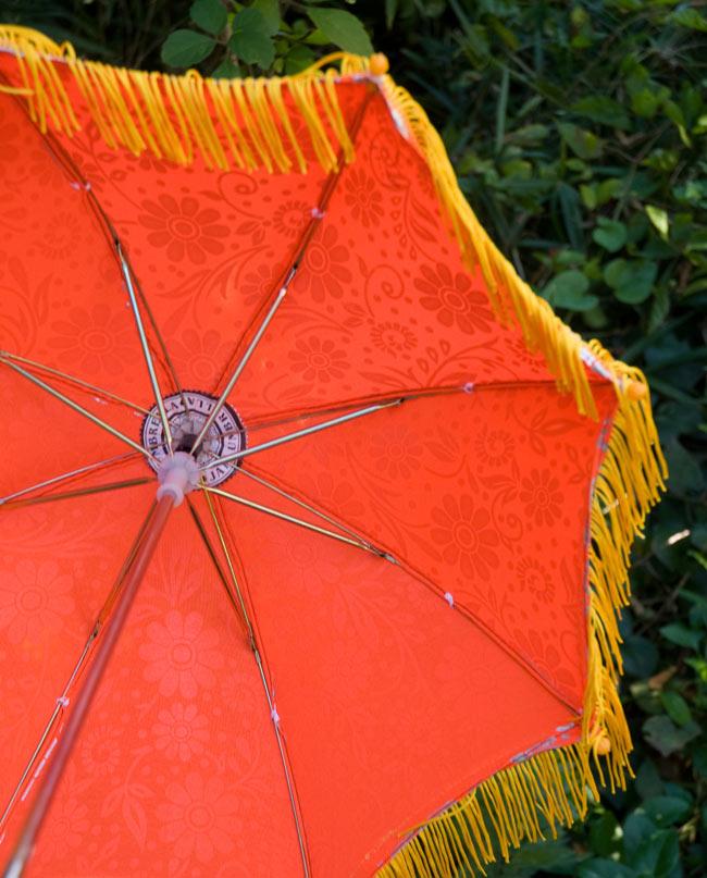 デコレーション用傘 - シルバー・オレンジの写真3 - 傘の裏面はこんな感じです