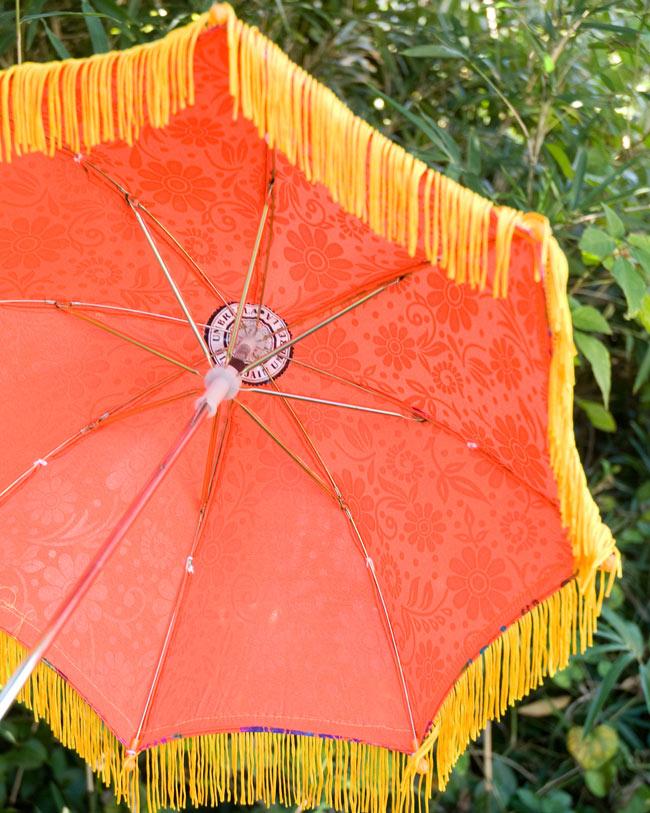 デコレーション用傘 - マルチカラー・オレンジの写真3 - 傘の裏面はこんな感じです