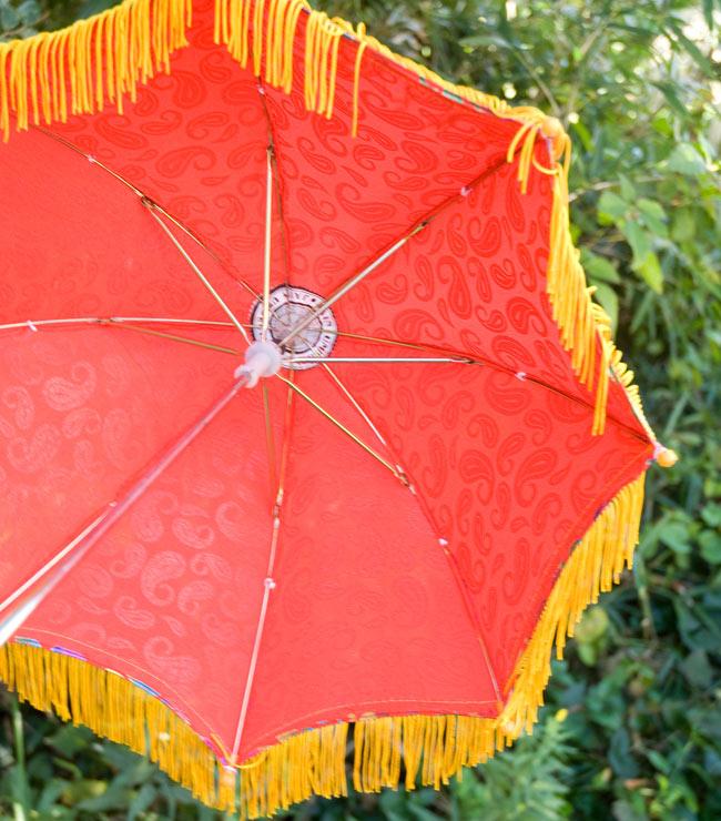 デコレーション用傘 - マルチカラー・赤の写真3 - 傘の裏面はこんな感じです
