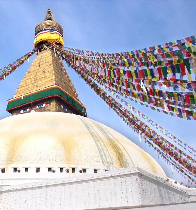 オンマニペメフムのタルチョー【約5.5cmx約3.5cm】の写真6 - ネパール現地では、このように使用されております。