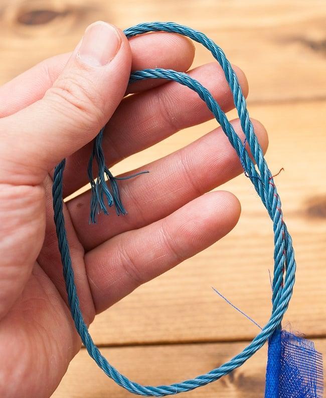 タルチョー【約40cmx約32cm】 8メートル強 8 - 端の部分は紐が出ているので、柱などに結ぶことができます。