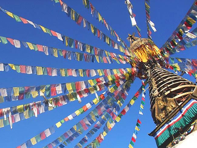 タルチョー【約23cm×22cm】の写真3 - 本場ネパールではこのように使われています。