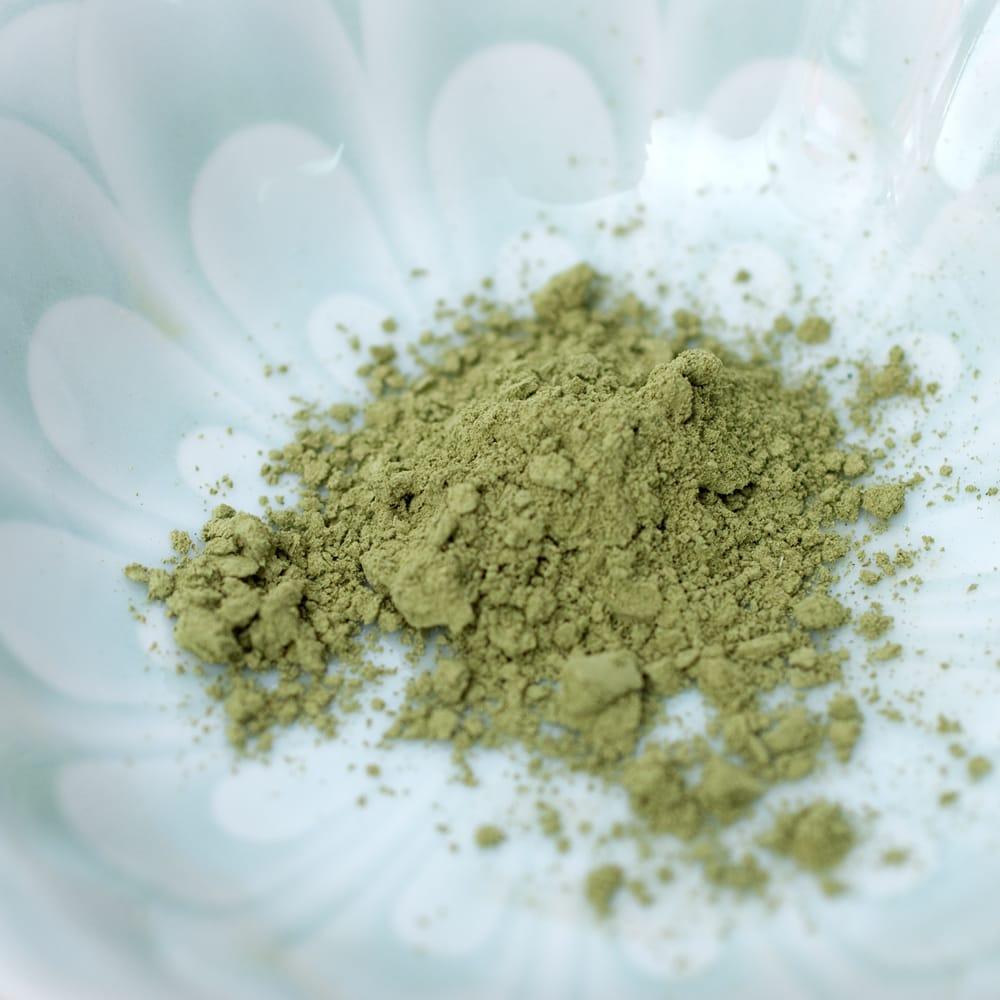 Indy Herbs Mix ヘナパウダー - Herbal Brown 6 - 中のパウダーです。非常にキメが細かく、サラサラとしています。パッケージを開けるとふんわりと草のいい香りがしてきます