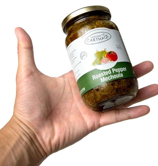 チュニジア風焼きピーマン -ローステッド・ペッパーメシュイヤマイルド[Roasted Pepper Machouia] 4 - 手に持ってみました。約1,2回分のお手頃な量です。