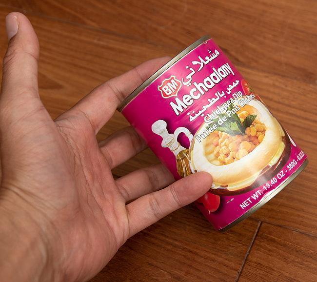 ひよこ豆と白ゴマのペースト ‐ ホムモス ‐ Hommos 【B.Mechaalany&Sons】 4 - サイズ比較のために手に持ってみました