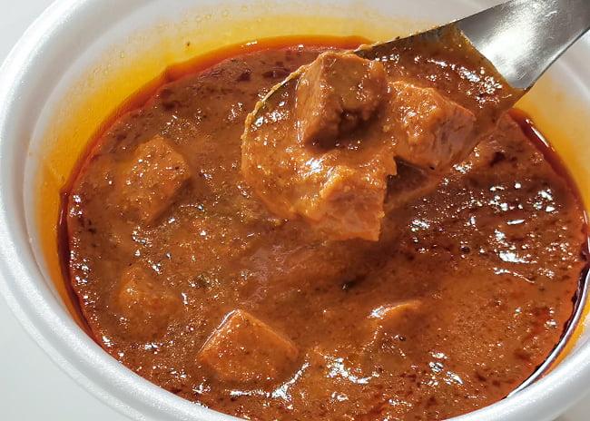 Paneer Butter Masala - チーズとバターソースのカレー[MTRカレー] 4 - 実際に中を開けてみました