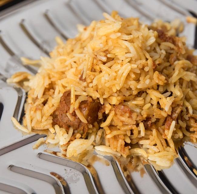 Veg Biryani - 野菜のビリヤニ 【Gits】 3 - 中にはこんな感じのビリヤニが入っています。ちゃんと長粒米のバスマティライスを使ってます!