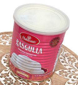 ラスグッラ rasgulla 【1kg】 【MTR社】/【Haldiram's社】の写真2 - 白いボールが砂糖水に浮いています。