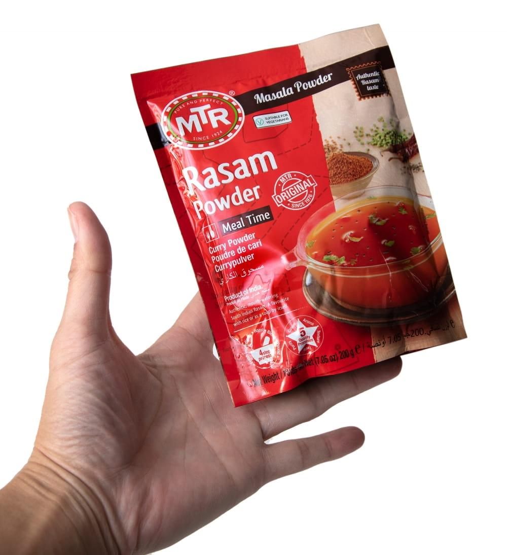 ラサム カレー パウダー Rasam Powder 【MTR】 6 - サイズ比較のために手に持ってみました