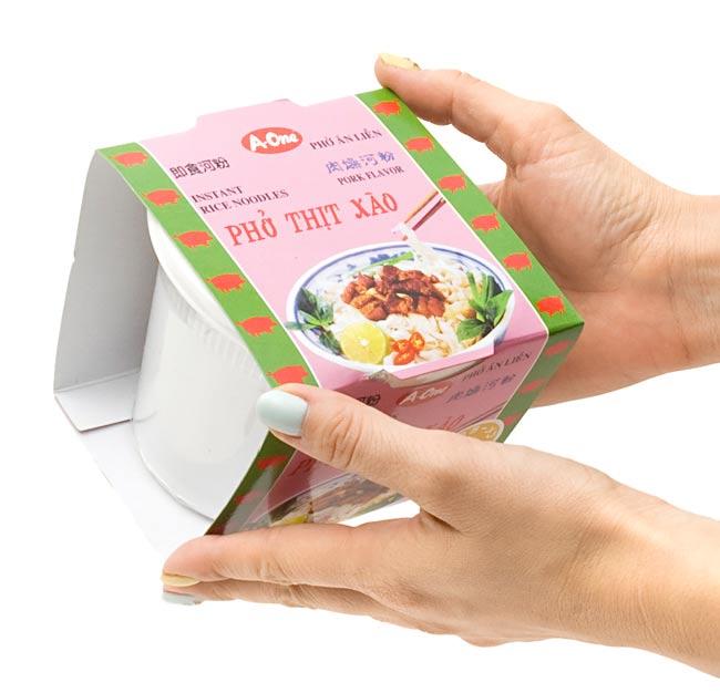 ベトナム・フォー インスタント カップ 【A-One】 ピリ辛エビ味 3 - 大きさはこれくらいです。(写真は、同シリーズの味違いの商品です。)