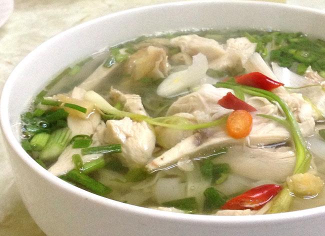 ベトナム・フォー (袋) 【A-One】 チキン味 4 - 肉、野菜をたっぷり入れてつるつるっといただきます。(イメージ)