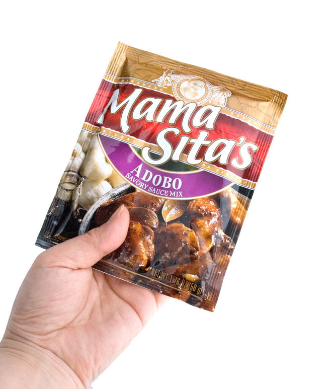 フィリピン料理 アドボの素 - Adobo 【MamaSita's】 4 - 手に持ってみました。分割して使いやすいパウダータイプで便利です。